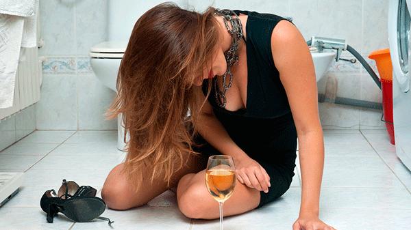 жена пьет